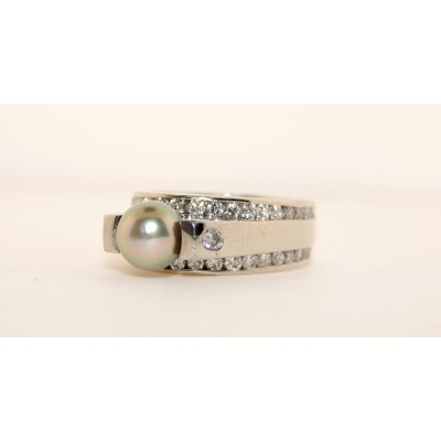 Platinum Diamond with Pearl Ring