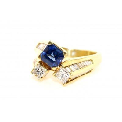 18K Yellow Gold Diamond and Sapphire Ring