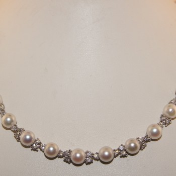 18 Karat White Gold Diamond and Pearl Necklace.